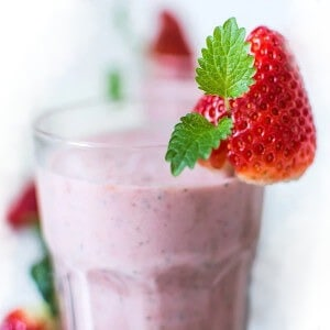 strawberry kiwi smoothie recipe with ice featured